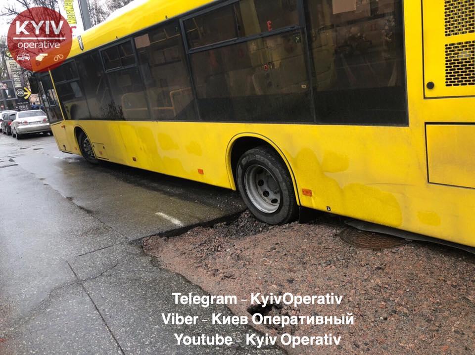 Авария случилась в Соломенском районе столицы.