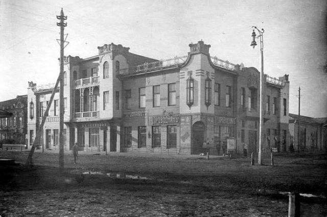 до сих пор неизвестно, как же использовалось здание музучилища при купце Кисилеве.