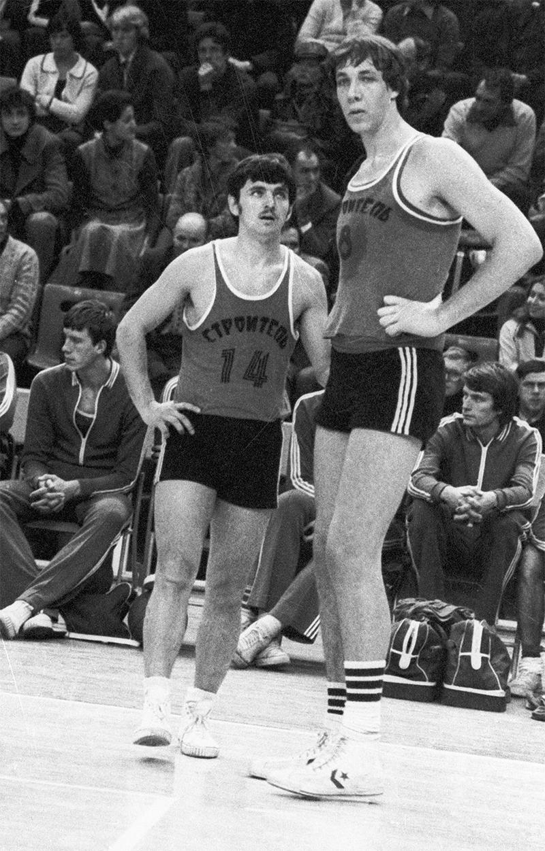 Баскетболисты киевской команды «Строитель» Александр Сизоненко иЕвгений Усов.1981год.