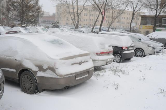 Зимой машины подвергаются настоящему испытанию.