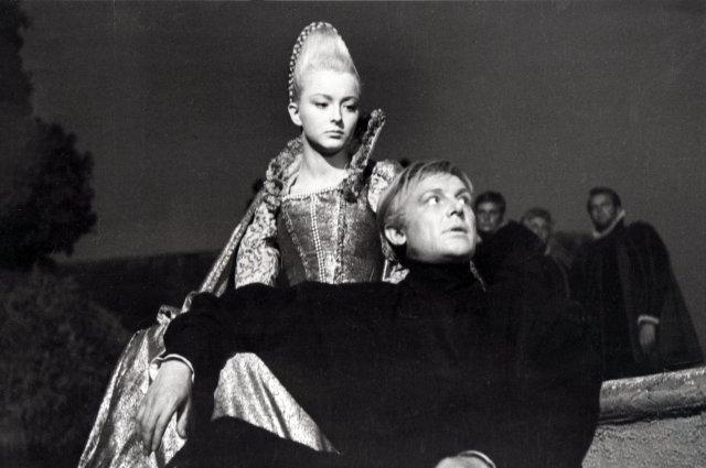 Главная роль в фильме по Шекспиру досталась Смоктуновскому.