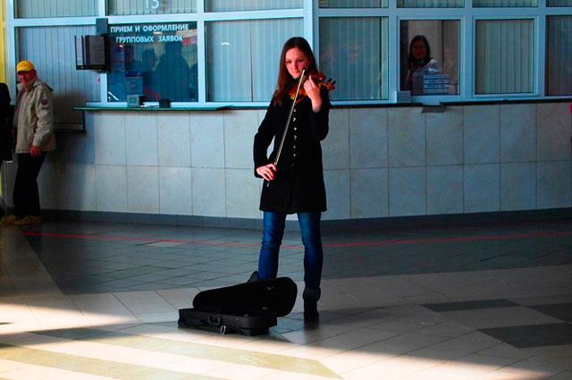 Скрипка начала необычный концерт.