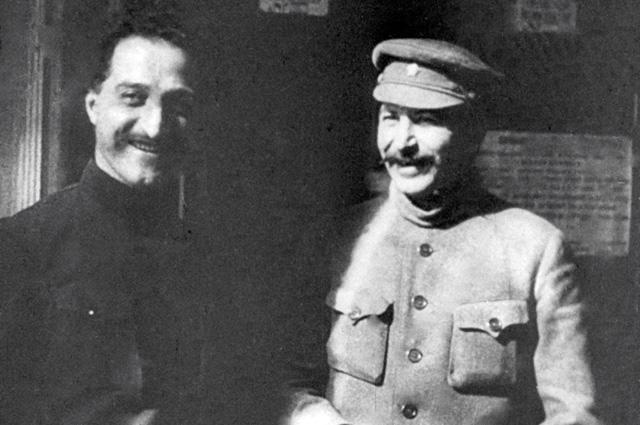 1-й секретарь Закавказского краевого комитета РКП(б) Серго Орджоникидзе и генеральный секретарь ЦК РКП(б) Иосиф Сталин на XII съезде РКП(б). 1923 год.