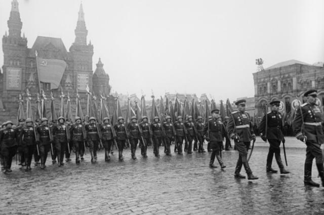 Первый парад Победы прошел 24 июня 1945 года на Красной площади.