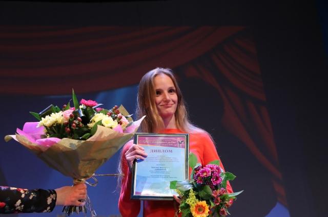 Специальная премия жюри «Дебют года» вручена актриса Омского академического театра драмы Кристине Лапшиной.