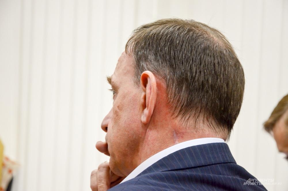 Борис Тимониченко слушает показания пособника Олега Дудко – Игоря Казакова.