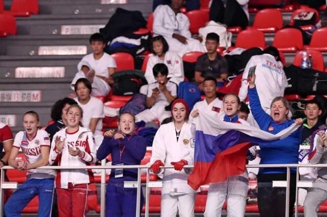 Российские болельщики и спортсмены поддерживают своих