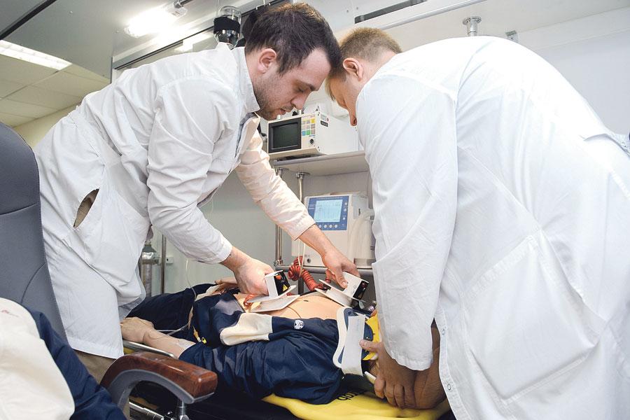 Необходимые навыки будущие медики приобретают в виртуальной клинике.