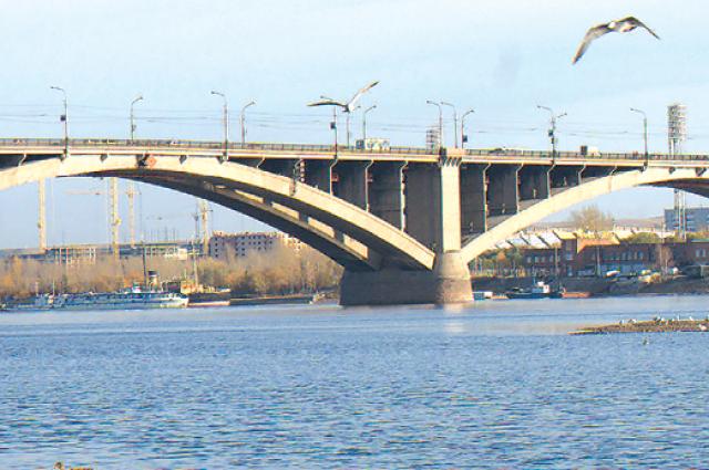 В 2018 году Коммунальный мост впервые было решено подсветить