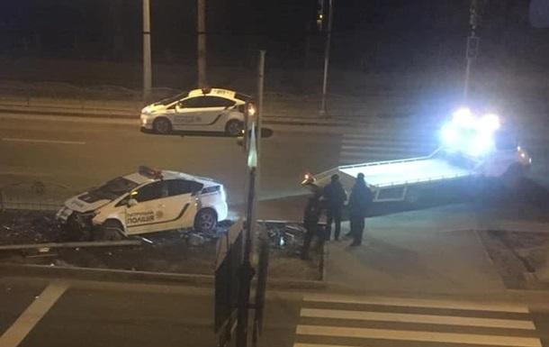 В результате ДТП пострадавших нет, служебный автомобиль получил механические повреждения.