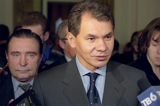 Лауреат премии «Заправа человека» министр Российской Федерации почрезвычайным ситуациям Сергей Шойгу. 1999 год.