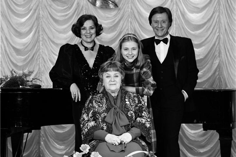 Семья Андрея Миронова - Мария Миронова (мама), Лариса Голубкина (жена), Андрей Миронов и его родная дочь Маша