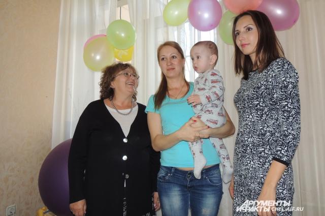 Наталья Баскова и Неля Гредина, представители фонда «Родная», стали самыми почетными гостями на первом дне рождения Евгения.