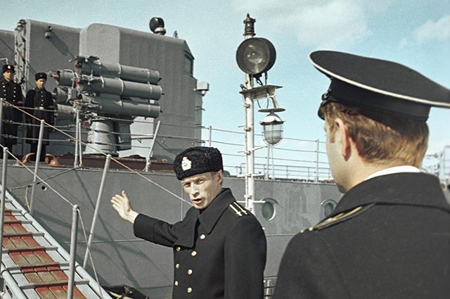 Николай Олялин (слева) в роли Платонова на съемках кинофильма «Океан».