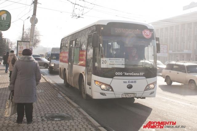 В городе появились большие частные автобусы.
