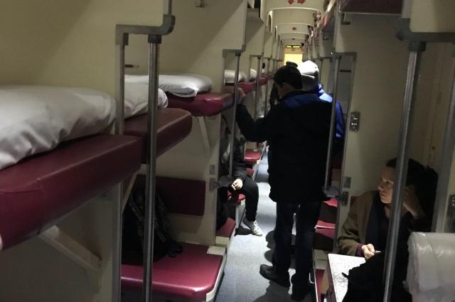 Все всмете в одном вагоне ребята отправились учиться и отдыхать, благодаря волонтёрам и десяткам других людей, неравнодушным к из судьбе.