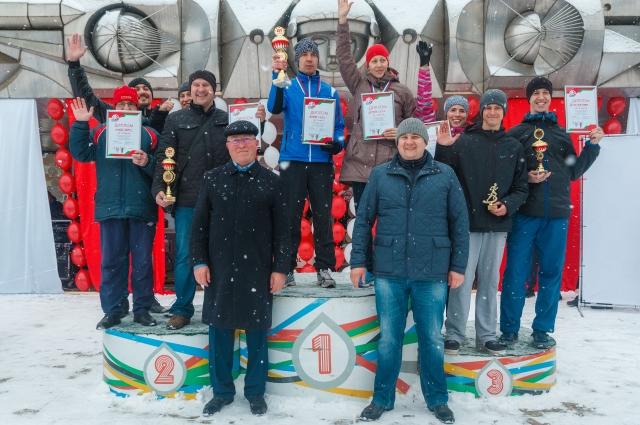 Победители забега среди сотрудников предприятий Перми.