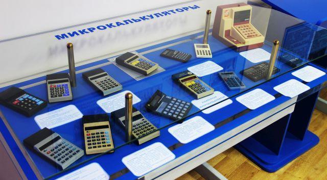 Образцы изделий времён СССР бережно хранятся в заводском музее.