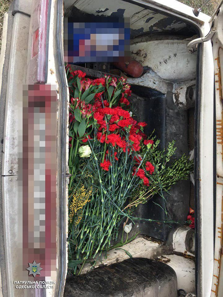 В багажнике были обнаружены украденные живые цветы.