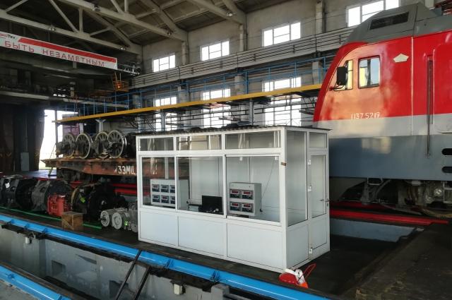 Пункт управления развески кузова локомотива.