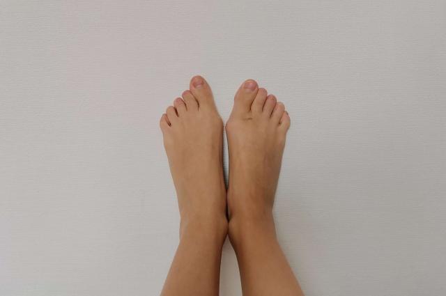 Косточка на ноге.