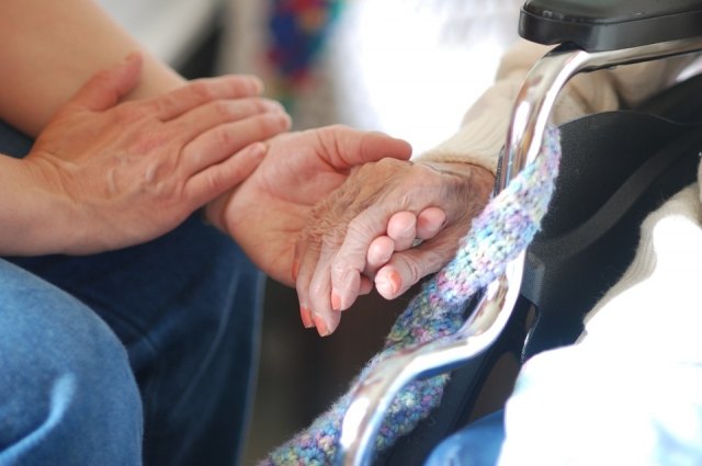 Больше всего в помощи волонтёров нуждаются пожилые люди.