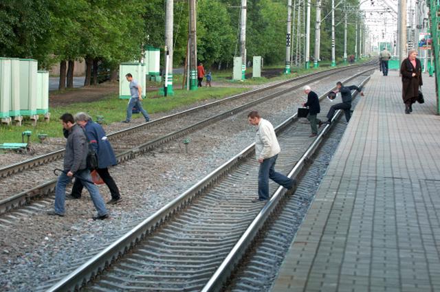 Пути у платформы станции Косино