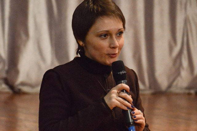 Елена Корнеева на творческом вечере.