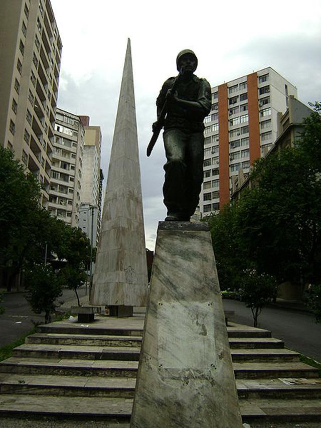 Памятник бразильцам-участникам Второй мировой войны в Белу-Оризонти (Бразилия)