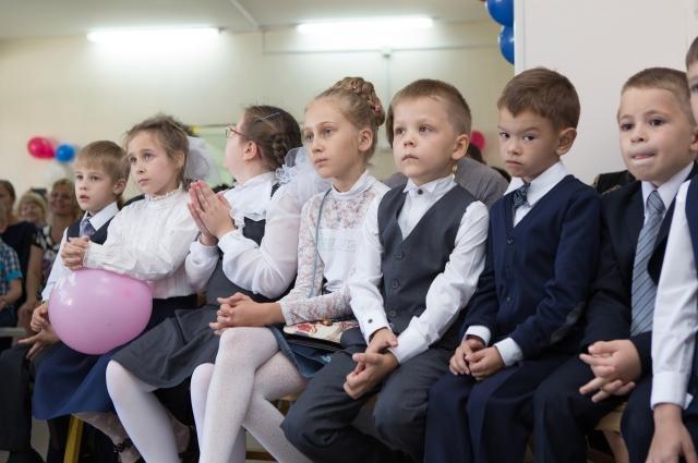 После отдыха мальчики и девочки расходяться по классам.