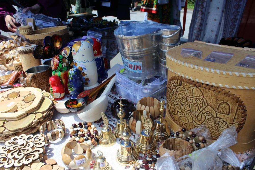Хорошие подарки на праздник сделаны руками мастеров.