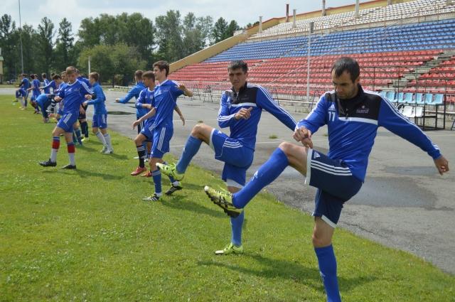 Команда пол года тренируется бесплатно.