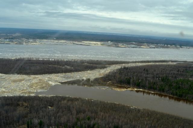 Уровень воды в реке не стабилен, в районе все службы работают в режиме повышенной готовности