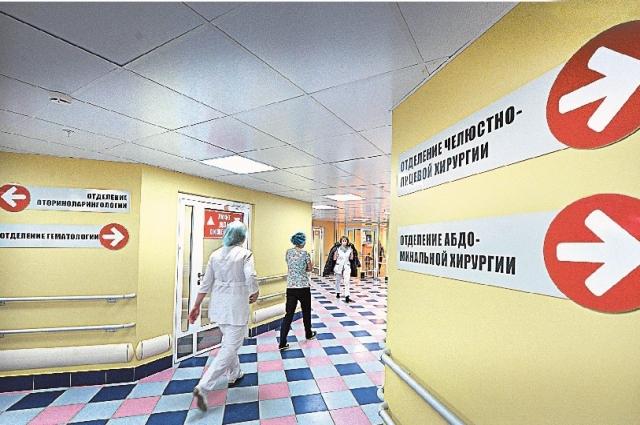 больнице оказывают помощь по 27 профилям, работает круглосуточный стационар скорой помощи.