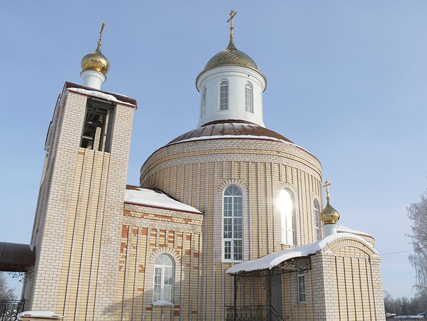 Новый храм в деревне Рыбки.