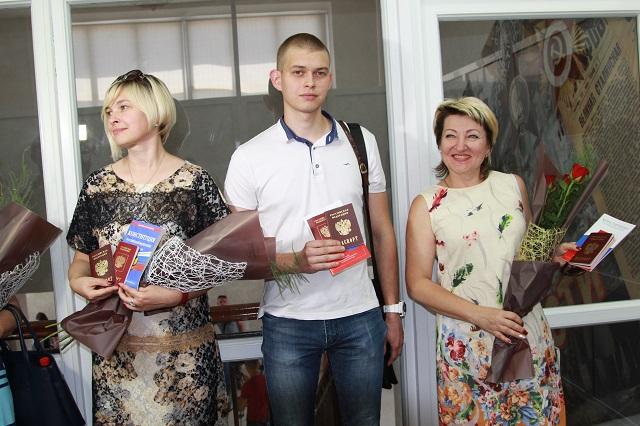 64 жителя Донбасса получили  паспорта по упрощенной схеме.