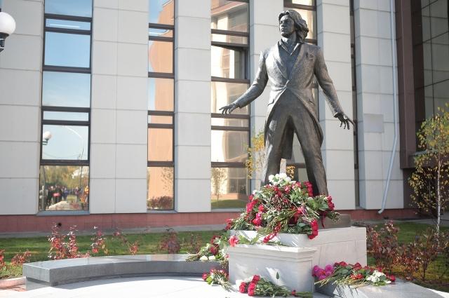 За право создать памятник боролись 11 творческих коллективов.