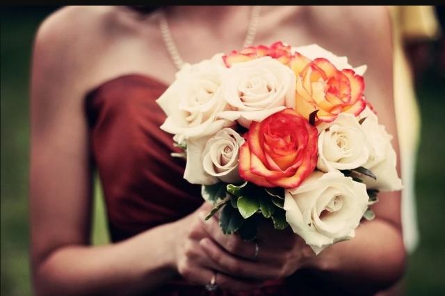 Хорошим признаком свежести цветка, особенно роз, является наличие так называемой «рубашки» или «рубашечного листа».