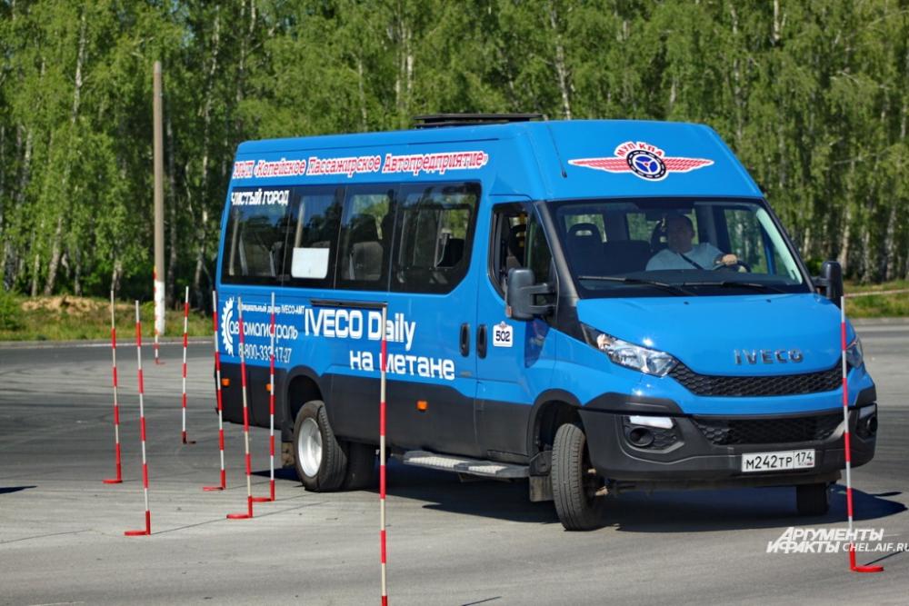 Водители соревновались в том числе на микроавтобусах.