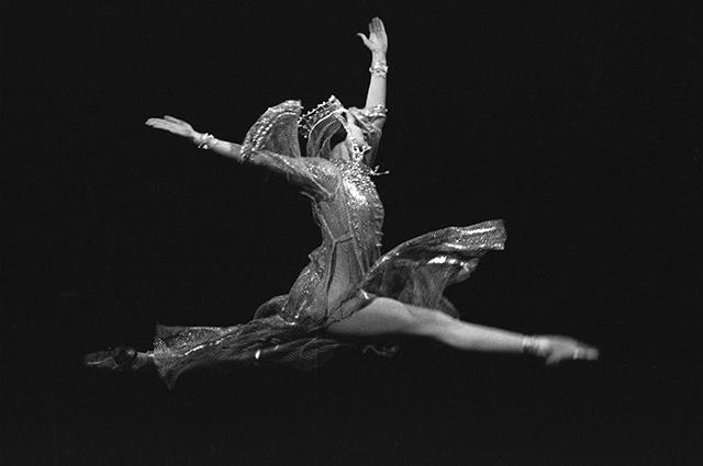 Наталия Бессмертнова в роли Анастасии в сцене из балета С.С.Прокофьева