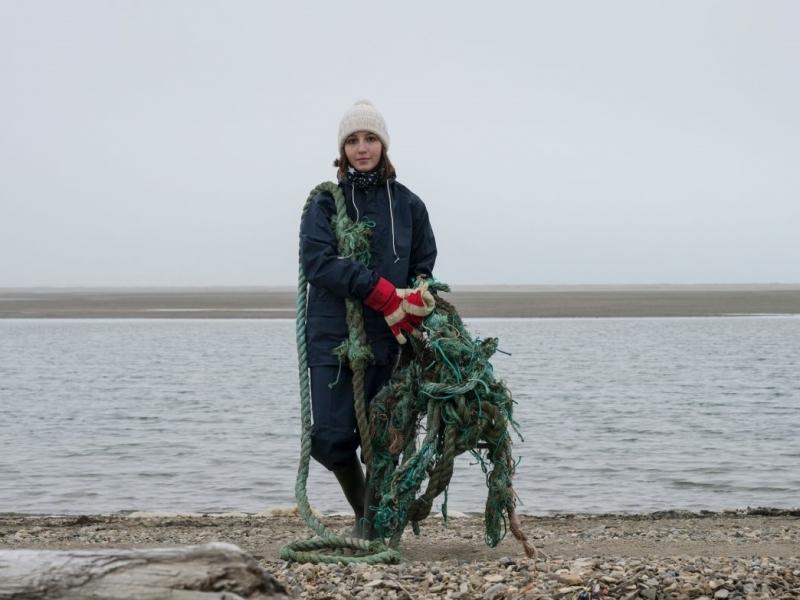 Анастасия вручную очищала пляжи Арктики от сетей и бытового мусора.