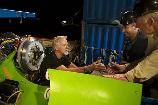 В 2012 году на одноместном батискафе Deepsea Challenger дна Марианской впадины достиг режиссер Джеймс Кэмерон