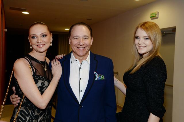 Максим Дунаевский с женой и дочерью.