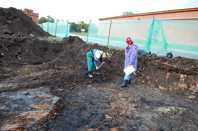 Археологи зачищают слой