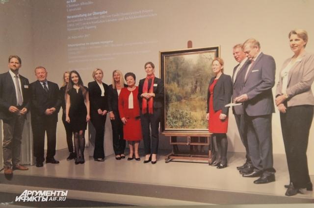 Официальная церемония передачи картины в Германии.