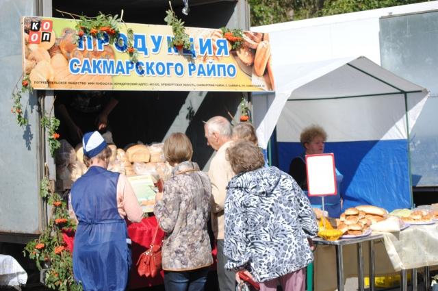 Оренбургским производителям сельхозпродукции на ярмарке места предоставлялись бесплатно.