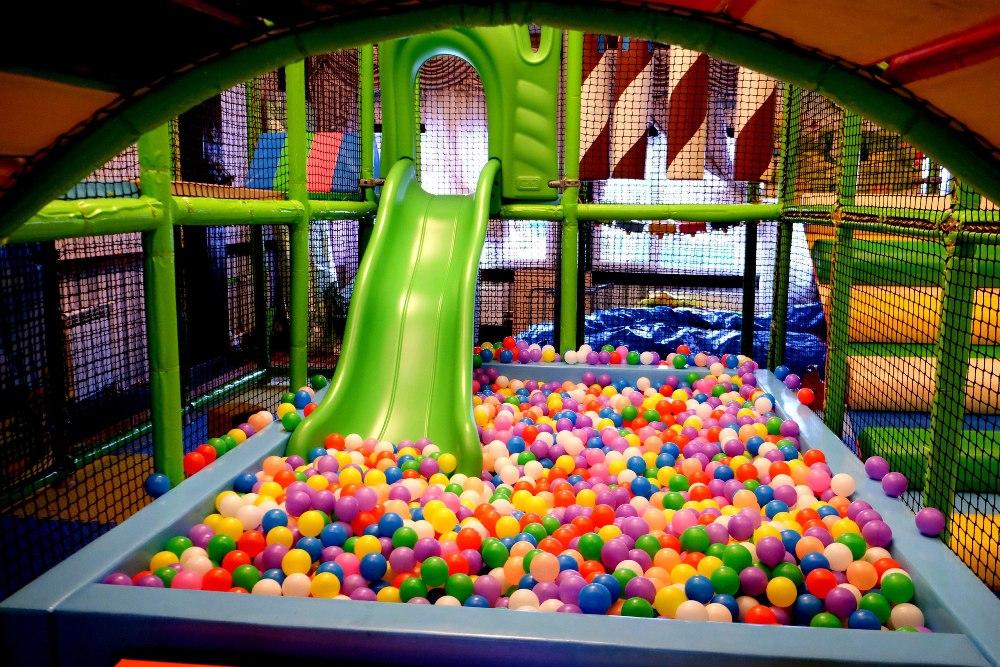 После встречи с Дедом Морозом продолжить праздник можно в детском развлекательном комплексе.