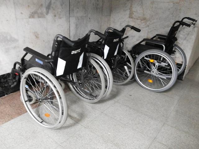 Полученные по льготе инвалидные коляски продают на сайтах частных объявлений