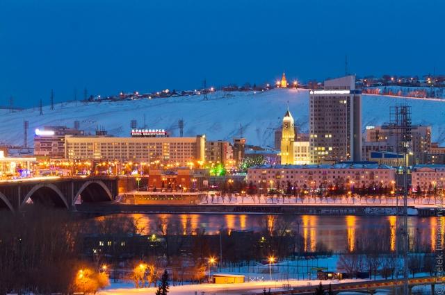 «Парадный» вид на Красноярск - на фото сразу пять зданий, построенных и перестроенных по проектам А. Демирханова, ещё два здания стоят за ними, на «второй линии».
