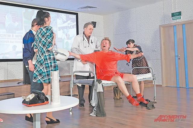 В Народном драматическом театре Московского дома учителя нет ни одного профессионального актёра.